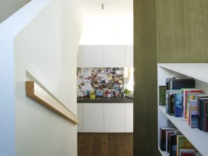Treppe / Bücherregal